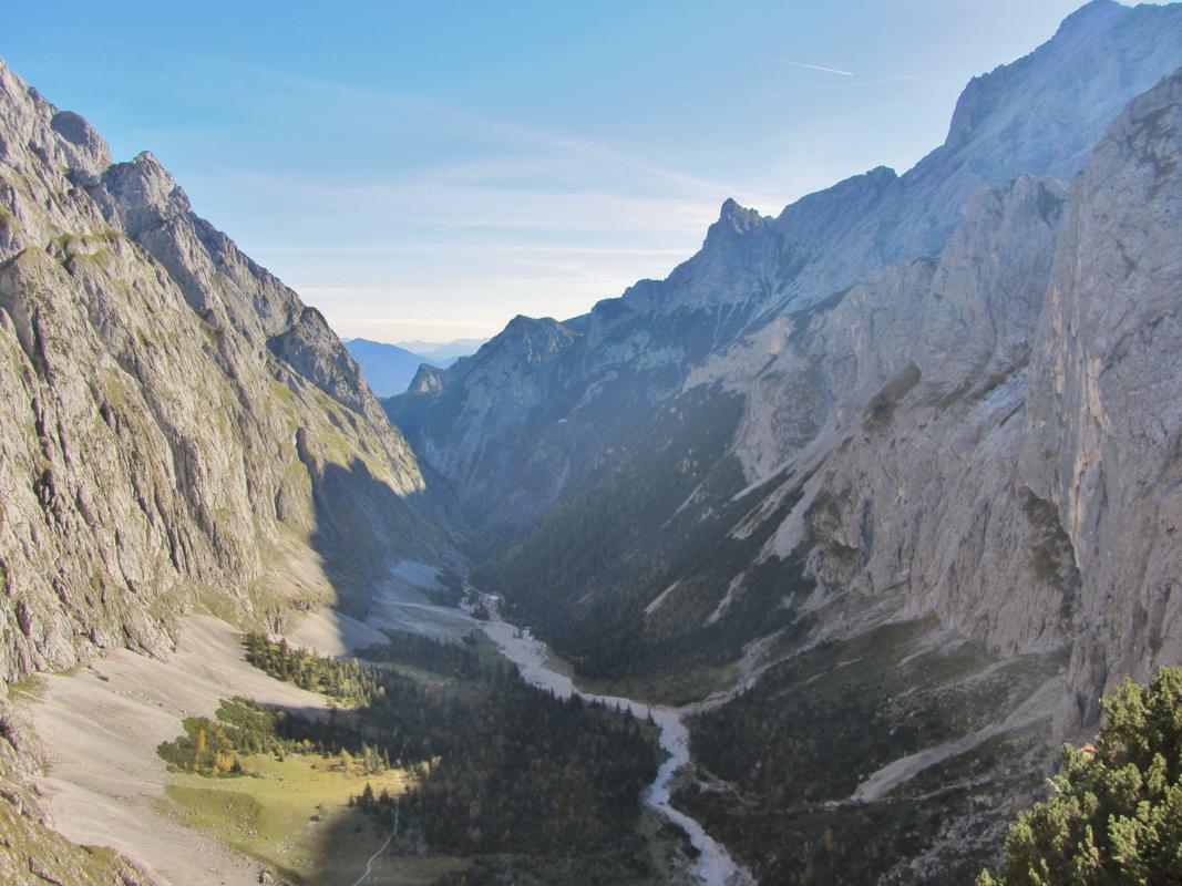 Zugspitze mit Blick ins Höllental